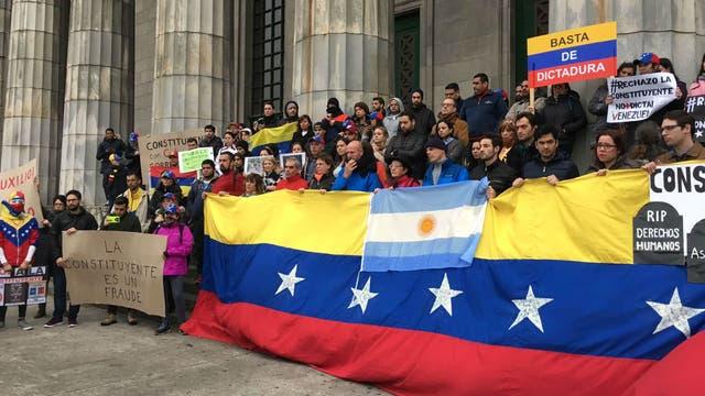 Venezolanos exiliados protestaron contra Maduro