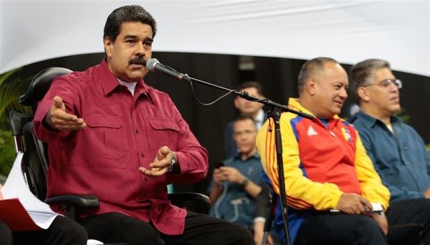 Maduro, Diosdado Cabello y Elías Jaua, la cúpula chavista, durante un encuentro con constitucionalistas, ayer, en Caracas