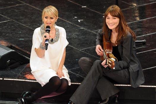 La ex primera dama de Francia, Carla Bruni, también fue parte del festival musical, en San Remo / EFE.