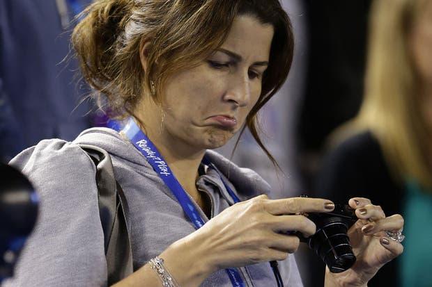 Mirka está preocupada porque no logra meter una buena foto de su marido.. bancá, acá en flashes te lo arreglamos.  Foto:AP
