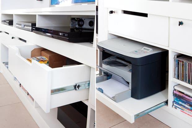 """""""En el escritorio hay dos computadoras, de modo que puedo compartir el espacio con los chicos mientras trabajo. Además, cuando invitan amigos, resulta perfecto para estudiar o jugar""""."""