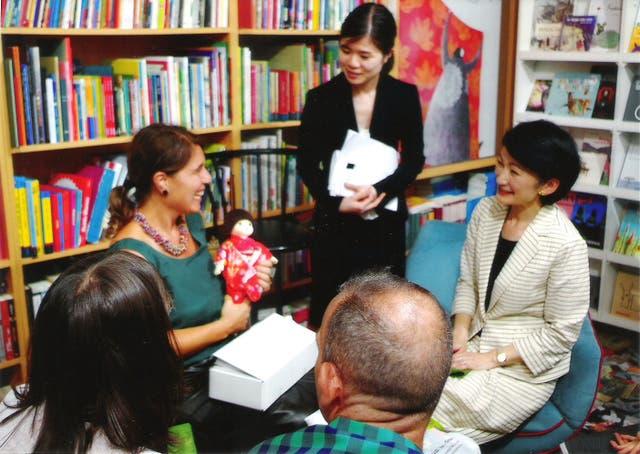 La princesa Akiko, durante su visita en la librería