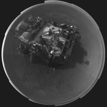 El explorador elevó su mástil principal de 2,10 metros y sacó una fotografía 360 grados de sí mismo. Foto: AFP