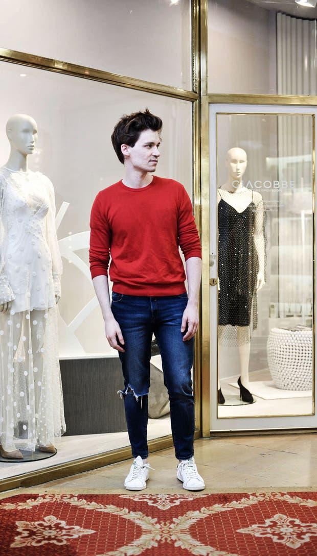 Marcelo Giacobbe en la galería Promenade, donde en días abrirá las puertas de su primera boutique a la calle