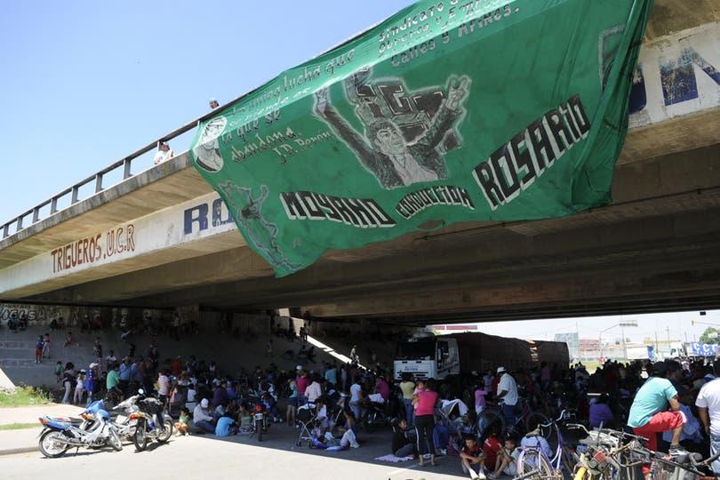 Corte en la ruta de acceso a Rosario. Foto: LA NACION / Marcelo Manera