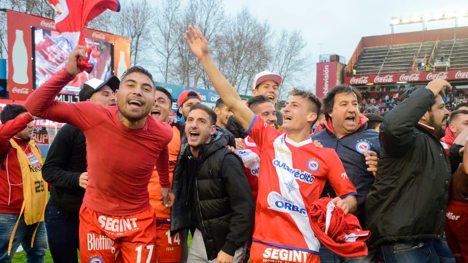 Argentinos superó a Gimnasia de Jujuy y volvió a la Primera división. Foto: DyN / Javier Brusco