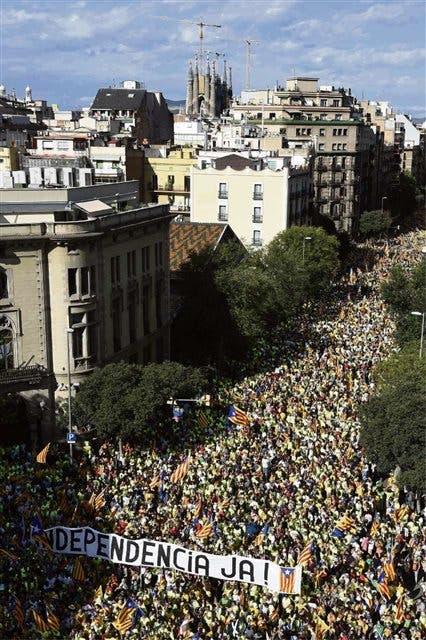 Los catalanes respaldaron ayer en las calles la convocatoria al referéndum