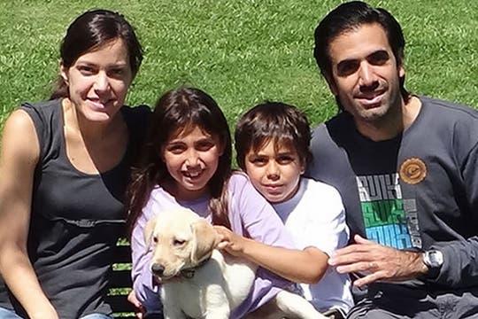 La familia Karamanian, que planea habitar la casa el próximo año.