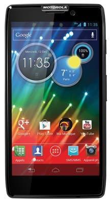 Un Motorola RAZR HD; viene preparado para usar las redes LTE nacionales cuando estén disponibles