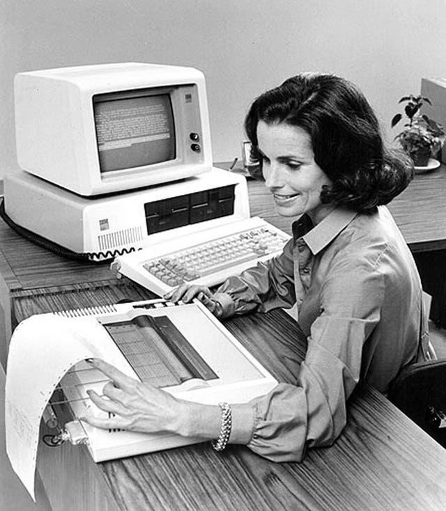 Una PC de IBM en 1981 tenía un precio que oscilaba entre 1500 y 6500 dólares, según su configuración