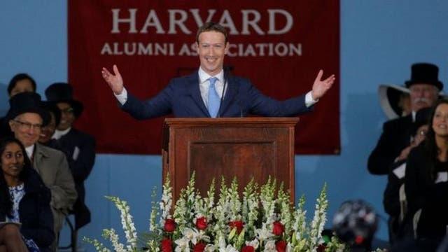 """""""Yo quería crear impacto -conectar a cada vez más gente- y como había gente que se nos unía, pensé que querían lo mismo"""", dijo el jueves el fundador de Facebook en un discurso que ofreció en la Universidad de Harvard"""