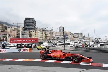 Charles Leclerc realiza las primeras prácticas en la pista de Mónaco.