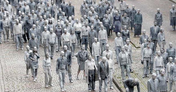 Cientos de zombies se congregaron en las calles de Hamburgo para protestar contra la cumbre del G20