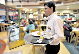 La gratificación voluntaria por el buen servicio prestado podría convertirse en una imposición