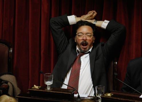 Tras casi 20 horas de debate, hubo muchos rostros cansados. Foto: LA NACION