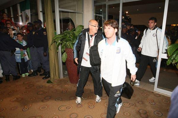 Messi llega al hotel, en Polokwane