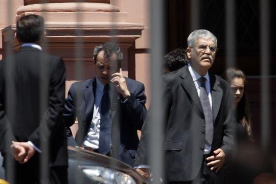 Julio De Vido sale de la casa de Gobierno luego de saludar a la familia Kirchner. Foto: LA NACION / Rodrigo Néspolo