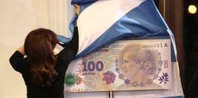 La Presidenta descubre en la Casa Rosada el modelo del billete con la imagen de Eva Perón