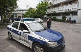 Unidad policial en el hospital Fiorito