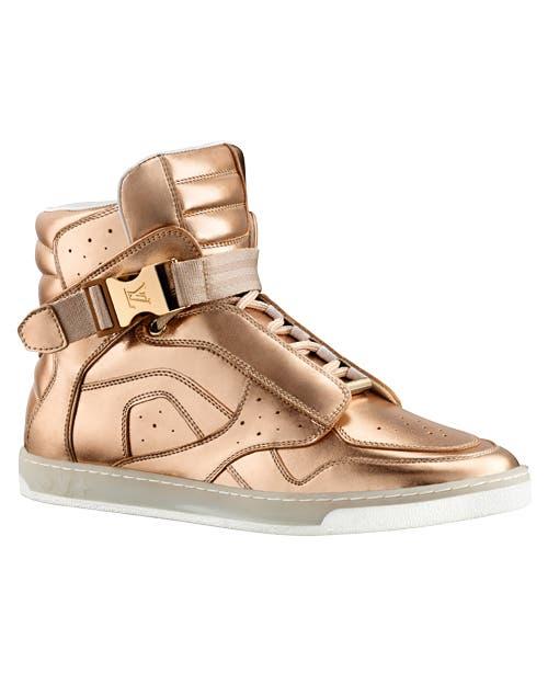 Elegante sport, ahora, las zapatillas se visten de lujo.