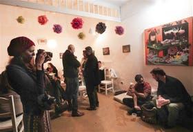 Viernes a la noche en la casona cultural C''est la vie, durante la presentación de la revista Ludema