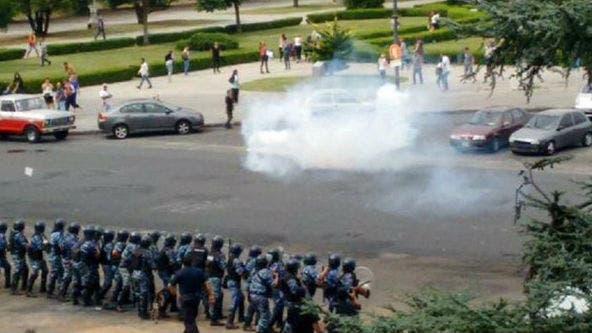 La policía arrojó gases a los manifestantes