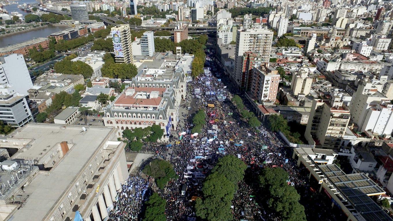 Marcha de los sindicatos contra políticas económicas del gobierno de Mauricio Macri. Foto: LA NACION / Emiliano Lasalvia