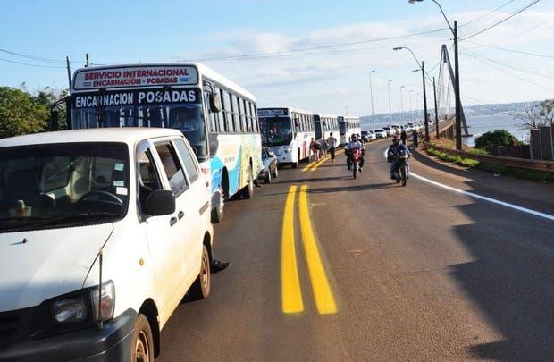 Por el puente que une a Posadas con Encarnación, cruzan diariamente entre 40 a 45 mil personas