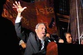 Miles de jóvenes escucharon y aclamaron durante más de dos horas al líder cubano