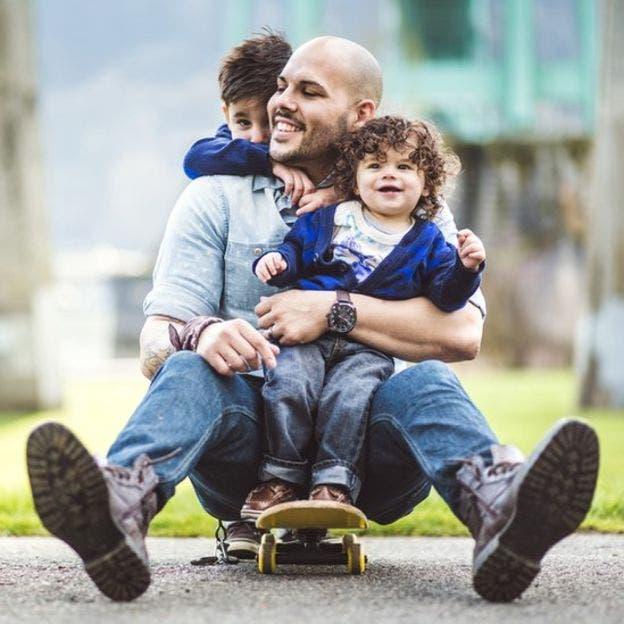 Los expertos coinciden en que animar a los niños a jugar en el exterior puede ayudar a reducir el riesgo de tener miopía y a que ésta se desarrolle a un ritmo más lento