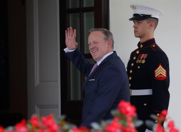 Spicer pasó ayer por la Casa Blanca para despedirse