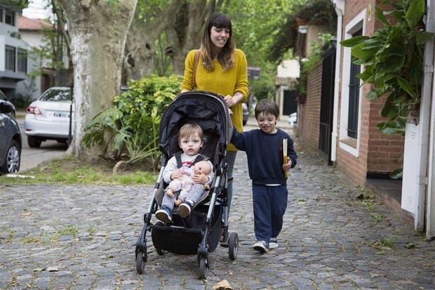 Florencia Roca, con sus hijos Valentín y Tomás