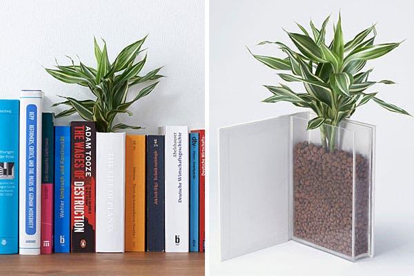 Un florero con forma de libro; ¿qué tal queda en la biblioteca?. Foto: Bemlegaus.com