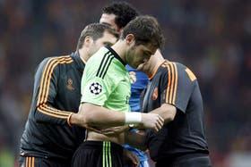Casillas se retira tras jugar 13 minutos en Turquía