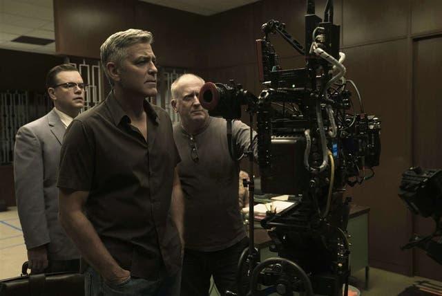 A los 56 años, Clooney entiende que los días de galán quedaron atrás y prefiere dedicar más tiempo a la dirección cinematográfica