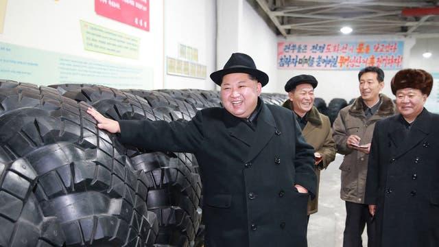 Kim Jong-Un visitando la fábrica de neumáticos