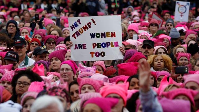 Donald Trump volvió a la carga en Twitter y atacó a las mujeres que marcharon en su contra