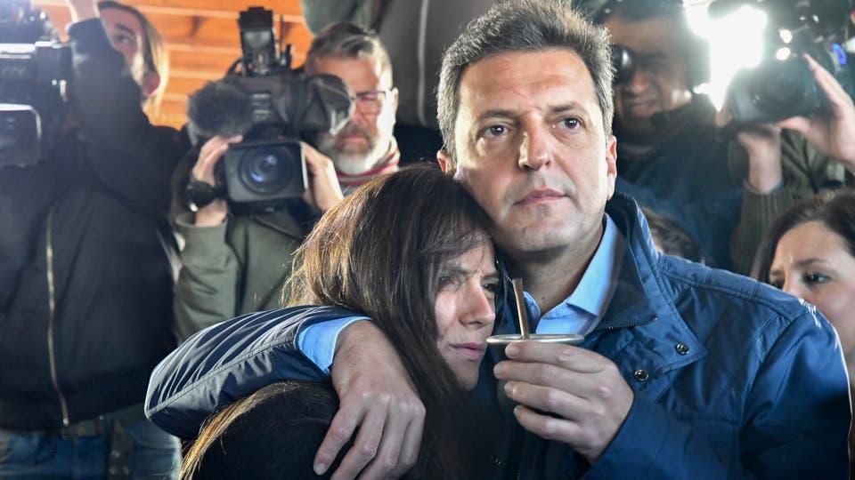 Sergio Massa junto a su mujer Malena luego de votar