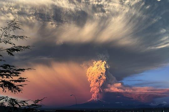 El volcán Calbuco, en el sur de Chile, registró dos violentas y sorpresivas erupciones en menos de siete horas. Foto: Reuters