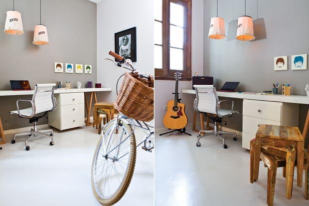 Eliminando la pared que cerraba la pequeña habitación y preservando la que separa el living (sobre la que se apoya la bicicleta en la imagen), el corredor se convirtió en parte del cuarto.  /Santiago Ciuffo