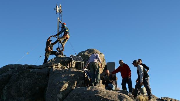 AlterMundi creó una red inalámbrica comunitaria en José de Quintana, Córdoba; la cima de un cerro hace de nexo con la redes comerciales