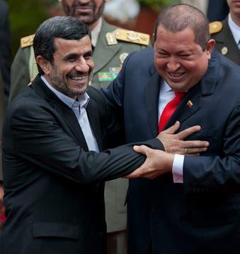 En enero de 2012, recibió a su par iraní Ahmadineyad, en el Palacio de Miraflores. Foto: Archivo