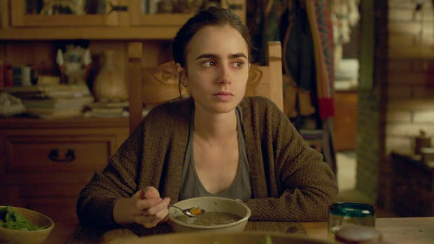 Lily Collins, como Ellen, la joven con problemas de anorexia