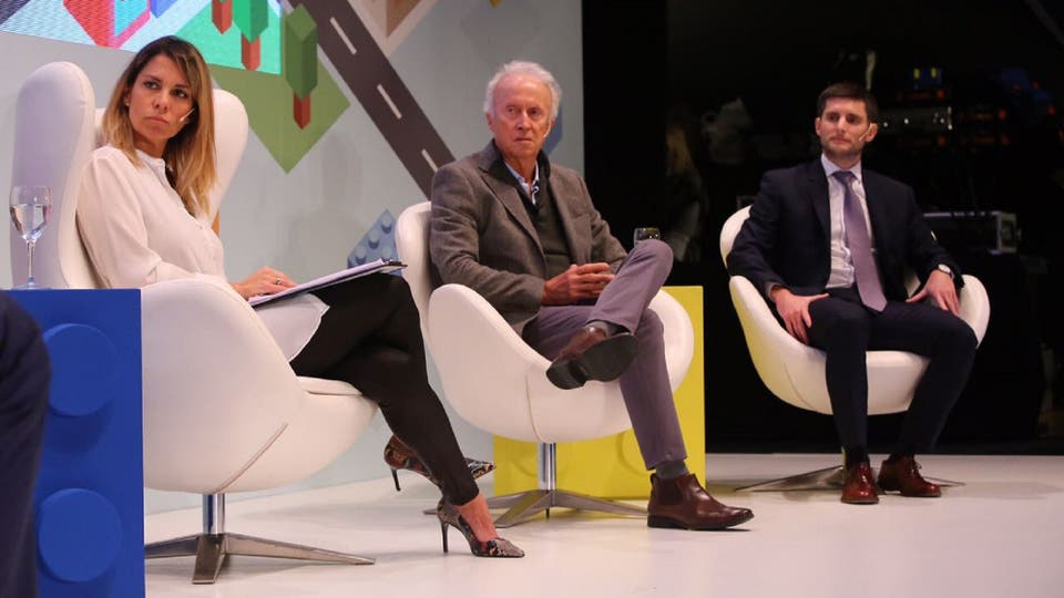 Carla Quiroga, editora del suplemento Propiedades, Miguel Camps, presidente de Argencon y Gonzalo de la Serna, CFO de Consultatio