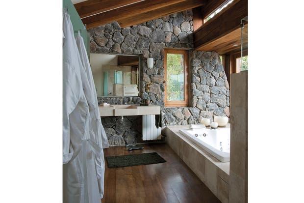 Decoracion ba os living for Banos de madera y piedra