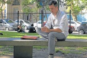 Sebastián Siseles, de Freelancer.com, en su trabajo al aire libre