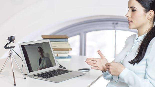 La webcam Logitech C920 puede ser utilizada tanto para una videollamada como para crear producciones audiovisuales para YouTube