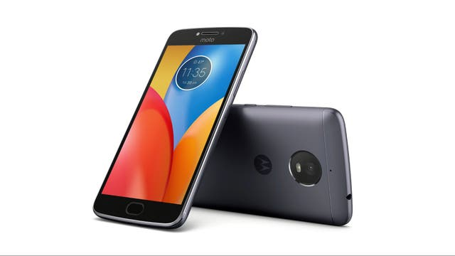 Un Moto E4 Plus; Motorola también tiene otro modelo, el E4, que no traerá al país