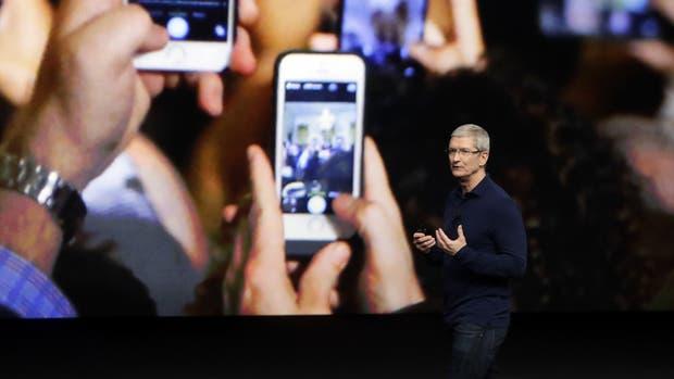 Tim Cook, CEO de Apple, durante la presentación del iPhone 7 en 2016