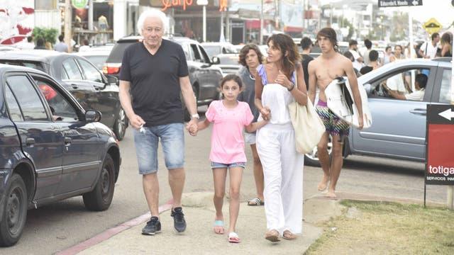 Coppola y sus chicas en Punta